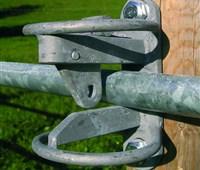 Weidetor, 1,05m - 1,70m, inkl. Montage-Set:   Weidetor, ausziehbar   Inklusive aller Befestigungsteile für Holzsäule und