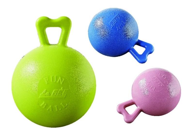 FunBall:   Der FunBall ist ein Spielzeug für Pferde und Ponys. Der Griff ermöglicht zud
