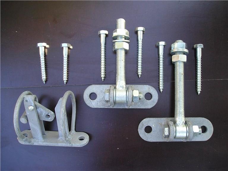 Montage-Set für Weidetor:   Weidetor-Montageset bestehend aus: 2 Stk. Augenschraube mit Platte 1 Stk.