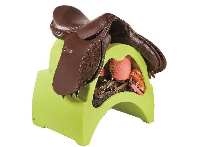 Sattelbox:   Sie Sattelbox kann im Sattelraum oder vor der Pferdebox platziert werden um
