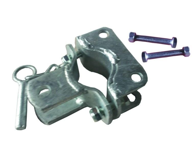 Schelle mit 3-fach-Halter:   Stabile Schelle zum Anschrauben an Säulen Ø60 mit Laschen in drei Richtungen